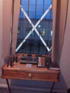столик в бытовке бронепоезда