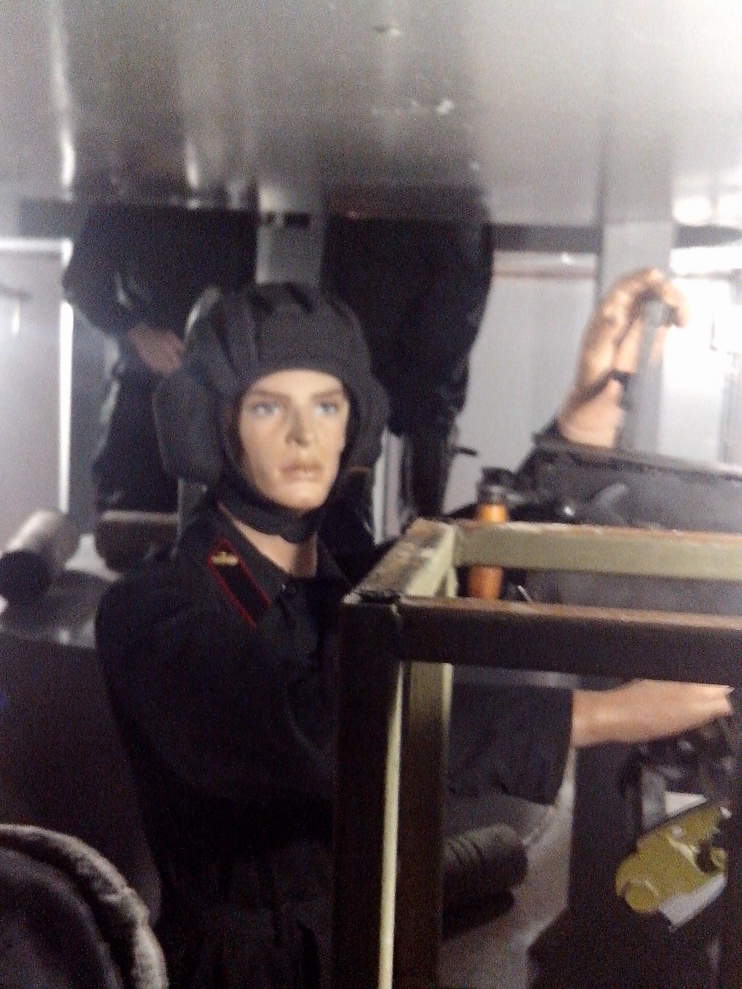 внутри бронепоезда